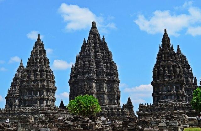 1 Day tour : borobudur – ngasem market / bringharjo market – prambanan temple