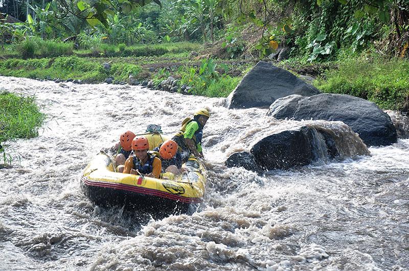 3 Days tour: – Surabaya – ijen – bromo – rafting – drop of Surabaya