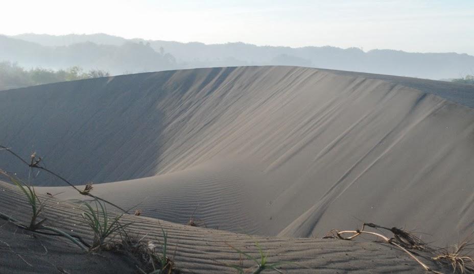 3 Days tour : parangtritis – gumuk pasir – pines forest  – Borobudur – Kraton – prambanan – brexi rock climbing –  Ijo temple – boko temple